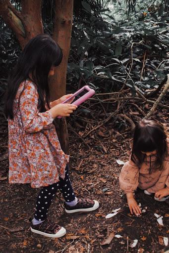 girls playing with ipad